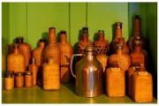 Tyntesfield to posiadłość należąca do organizacji National Trust w Wielkiej Brytanii - Spiżarnia z alkoholem