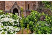 Tyntesfield to posiadłość należąca do organizacji National Trust w Wielkiej Brytanii - Ogród i kwiaty przed domem