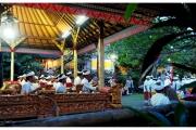 Ubud na Bali to miasto pełne magii, duchów i demonów. Muzyka podczas ceremonii.