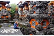 Ogrody pełnią funkcję przydomowy kaplic i miejsca kultu.