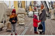 Atrakcja turystyczna Dar Pomorza oraz wycieczka do Muzeum Marynarki Wojennej w Gdyni. Żaglowiec w porcie. Ewa Baranowska na pokładzie.