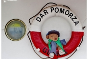Atrakcja turystyczna Dar Pomorza oraz wycieczka do Muzeum Marynarki Wojennej w Gdyni. Żaglowiec w porcie.