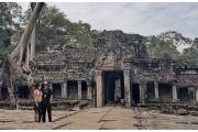Ruiny dawnych świątyń w Angkor - Kambodża. Magda Kiżewska i Piotr Kiżewski.