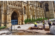 Katedra w Gloucester - Atrakcje zachodniej Anglii. Prace remontowe na zewnątrz katedry.