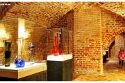 zamek-Kwidzyn-krzyżacki-w-Kwidzynie-atrakcje-zwiedzanie-co-zobaczyć-wnętrza-gabloty-eksponaty-podziemia-szkło-wystawa