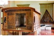 Stolica Kambodży - Phnom Penh.  Muzeum Narodowe  - rzeźby i eksponaty. Drewniana łódź japońska.
