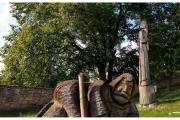 Szydłów - miasto pełne historii i wspaniałych zabytków. Drewniane rzeźby i posągi.