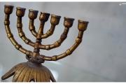 Szydłów - miasto pełne historii i wspaniałych zabytków. Symbole żydowskie w synagodze.