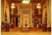 Zamek Peles na Wołoszczyźnie w Rumunii to wielka atrakcja turystyczna. Sale pełne są eksponatów i cennych przedmiotów.