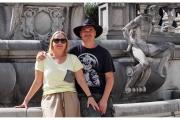 Zamek Peles na Wołoszczyźnie w Rumunii to wielka atrakcja turystyczna. Na zdjęciu Michał Baranowski i Ewa Baranowska.