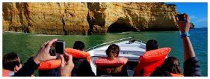 Algarve-jaskinie-portugalia-plaża-wybrzeże-benagil-statek-transport-morze-zwiedzanie-europa-atrakcje-co-zobaczyć_09.jpg