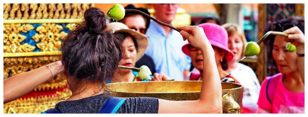 Bangkok-Tajlandia-Azja-świątynie-budda-posągi-atrakcje-co-zobaczyć-mnisi-klasztory-zwiedzanie-modły-ceremonia-woda-kwiaty