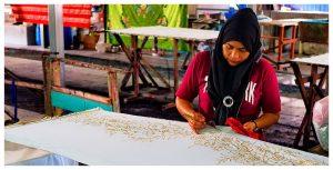 Azja-Malezja-wyspa-Penang-Batik-Craft-wosk-malowanie-farbowanie-ręcznie